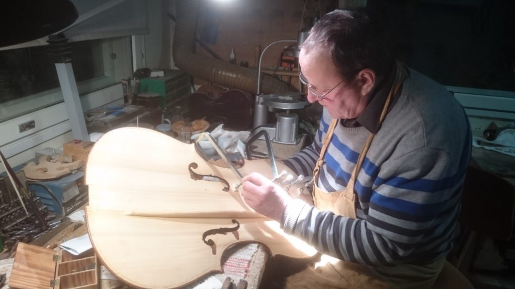 Pekka rakentaa selloa